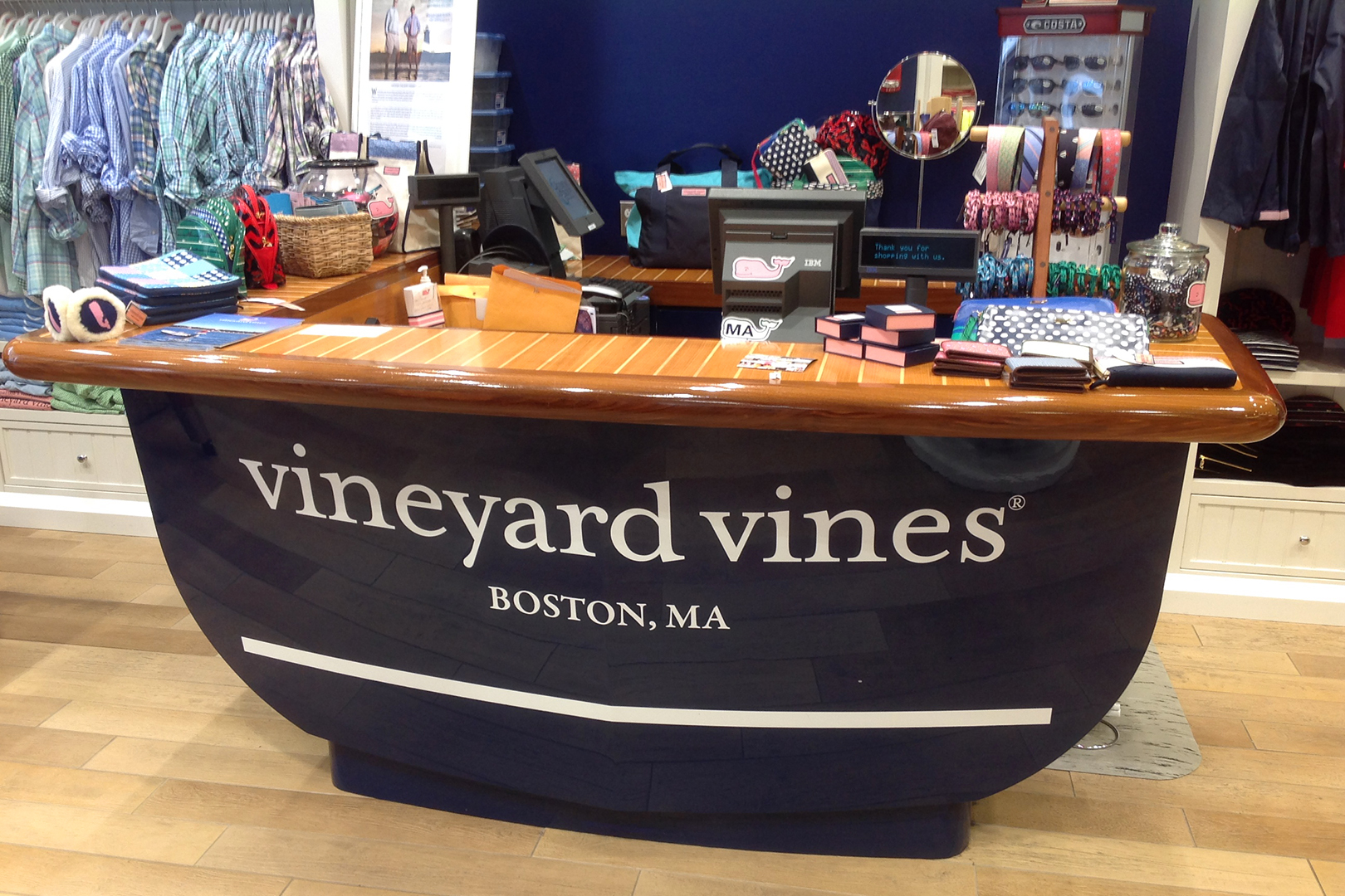 Head on view of custom vineyard vines cash wrap